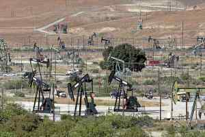 Oil fields near San Ardo in southern Monterey County. (Vern Fisher - Monterey Herald)